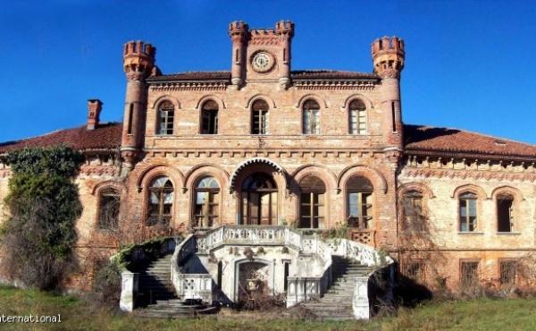 Maestosa villa neogotica della metà del XIX secolo