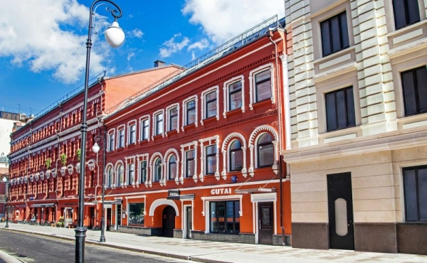 Loft in vendita in palazzetto storico ristrutturato in zona Patriarshye Prudy