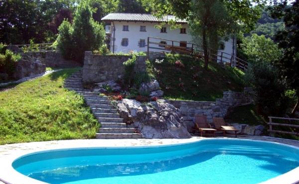 Casale splendidamente ristrutturato con piscina e vista mozzafiato