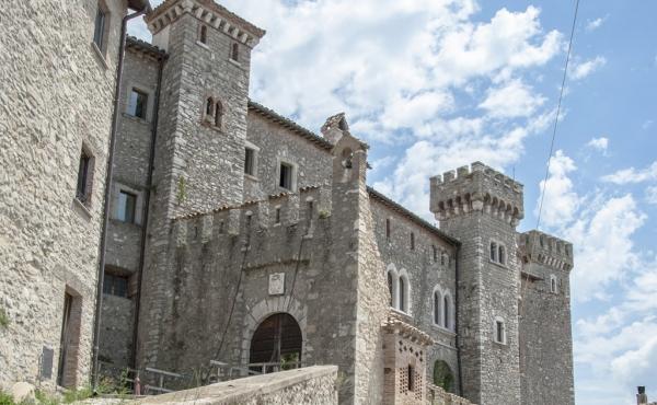 Великолепный замок XIV века в 1 час езды от Рима