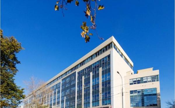 Edificio accostato in affitto in zona Shabolovskaya