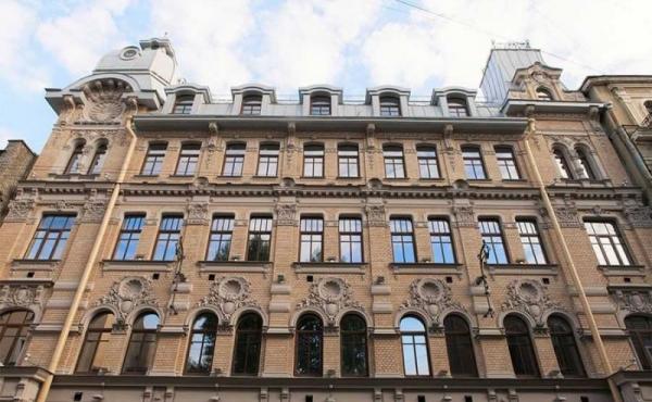 Loft e showroom in vendita in complesso di palazzi storici restaurati