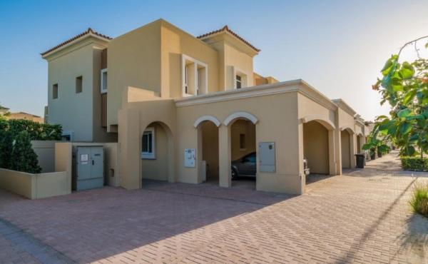 Villetta con giardino in vendita a Dubai, Arabian Ranches