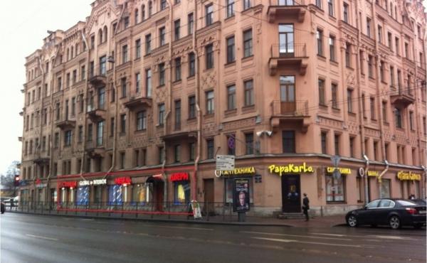 Spazio di 225 mq per show-room/negozio su Moskovsky Prospekt