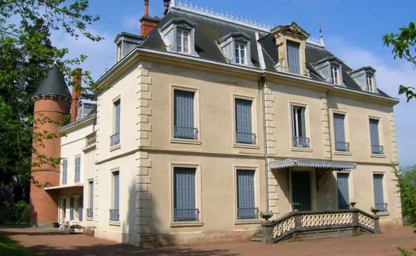 Замок XIX века на продажу в 85 км от Лиона