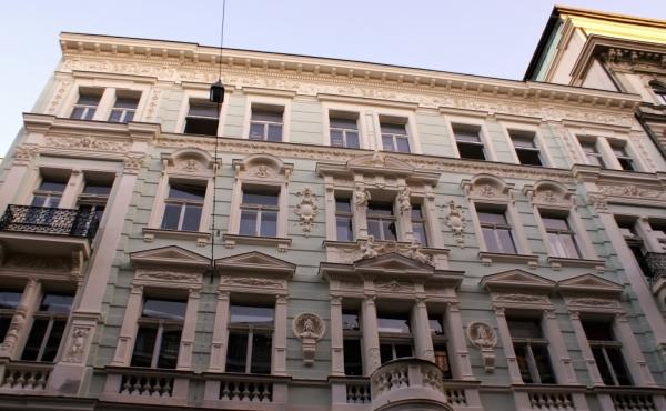 Appartamenti di pregio in palazzo di inizio Novecento restaurato in Praga 1
