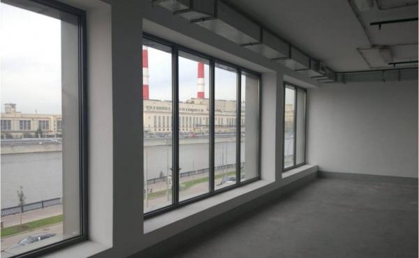 Ufficio fronte fiume di 181 m2 in complesso direzionale zona Kievskaya/Sportivnaya