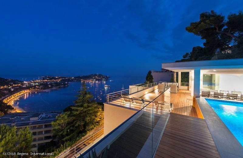 Regens International - Luxury villa overlooking the bay of