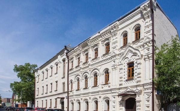 Spazio di 281 mq in elegante palazzetto storico zona Park Kul'tury