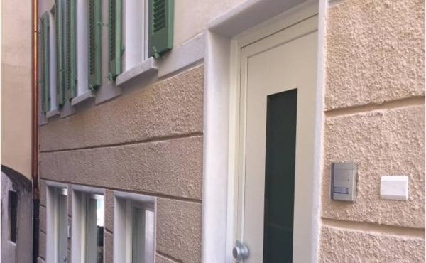 Casetta accostata nel centro di Campione d'Italia
