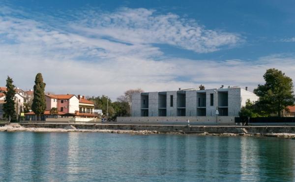 Appartamenti fronte mare in vendita vicino ad Umago