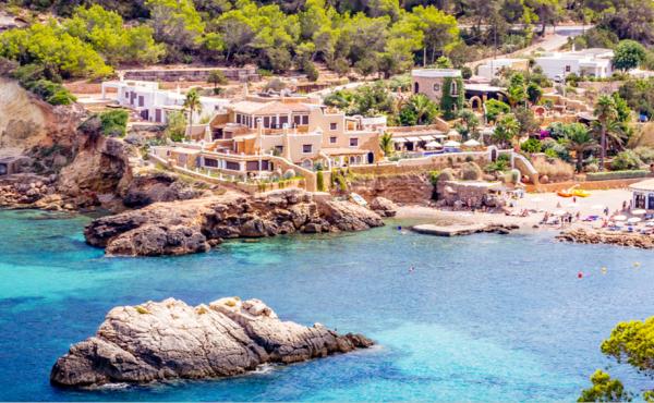 Eccezionale tenuta fronte mare ad Ibiza