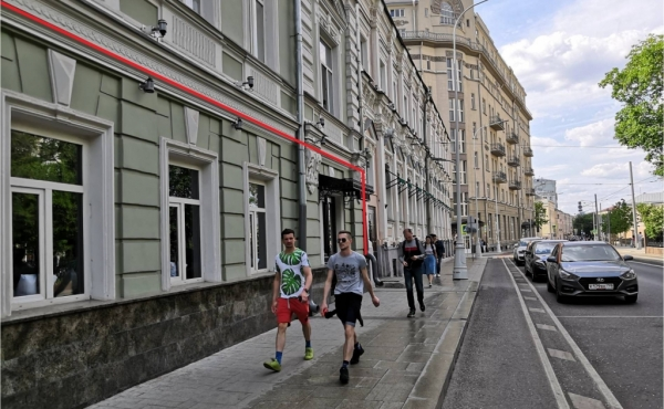 Locale fronte strada per ristorazione su Pokrovsky Bul'var