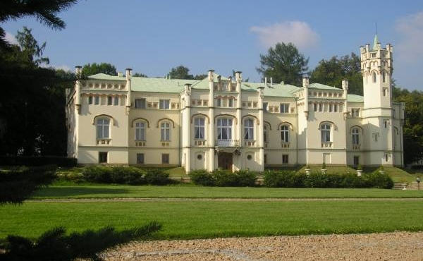 Boutique hotel in historic estate just at a 30-minute drive to Krakow
