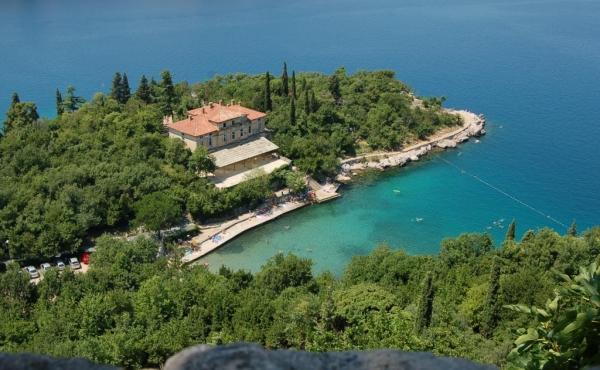 Отель под реконструкцию на 1-й линии моря в Хорватии