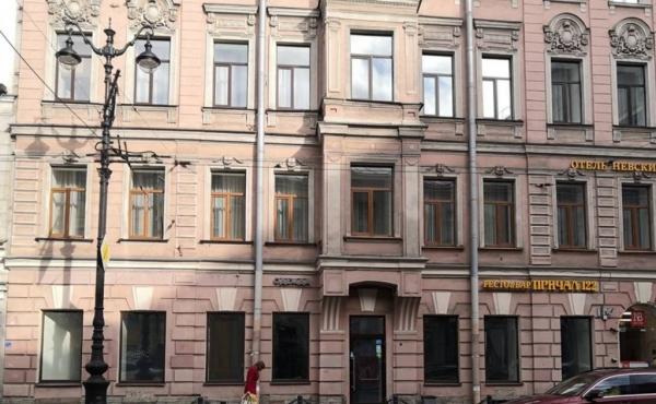 Spazio fronte strada di 180 m2 su Nevsky Prospekt