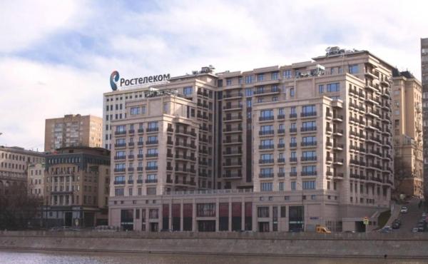 Spazi fronte fiume in condominio residenziale di lusso