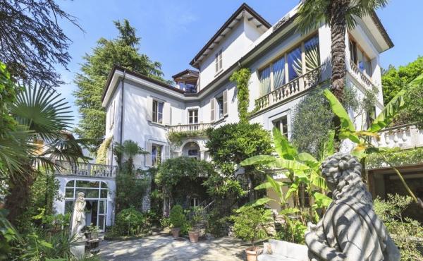 Splendida villa settecentesca sul Lago di Como