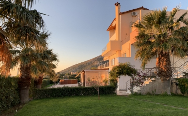 Detached house in seaside residential area within 30 minutes' drive to Athens