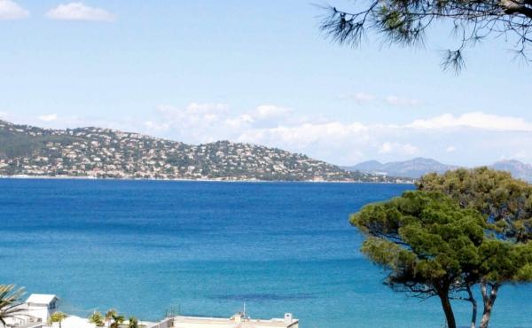 Роскошная вилла рядом с пляжем на Лазурном берегу