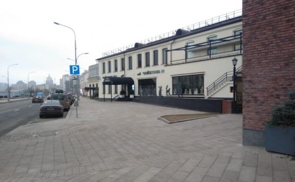Locale per ristorazione di 576 m2 sul lungofiume