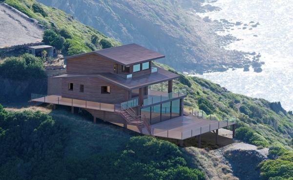 Дом на скале под реконструкцию с собственным выходом на море