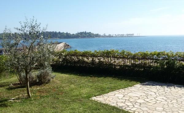 Домик с садом на 1-й линии моря рядом с Умагом