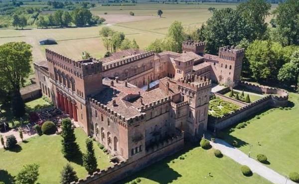 Imponente castello rinascimentale a 1 ora e mezza da Milano