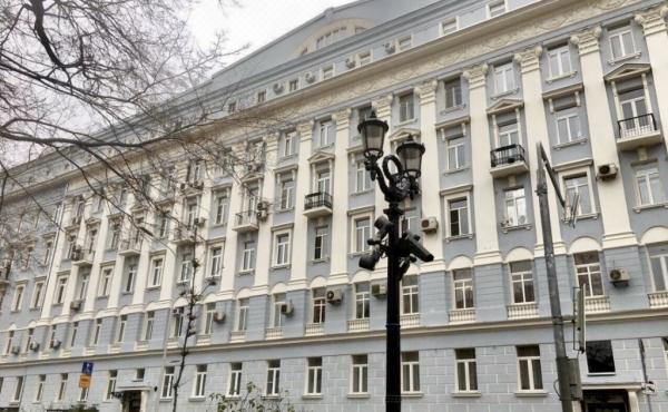 Appartamento di ampia metratura su Nikitsky bul'var in casa d'epoca restaurata