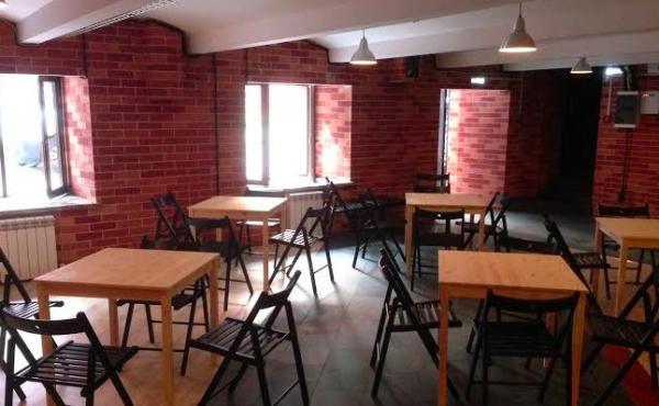 Spazio di 133 m2 per bar/discoteca nel complesso