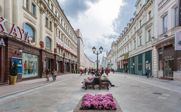 Locale fronte strada in zona pedonale a 2 passi dalla Piazza Rossa