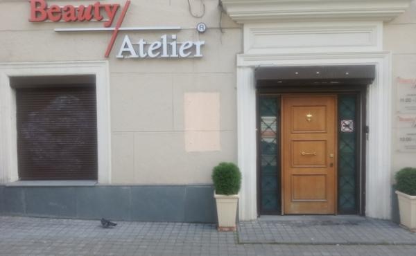 Помещение под салон красоты, шоурум, магазин на первом этаже Сталинского дома рядом с Белым Домом