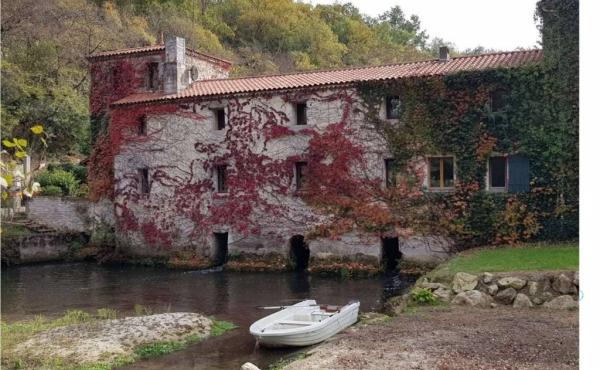 Tenuta con hotel, antico mulino e spiaggia nella Nuova Aquitania