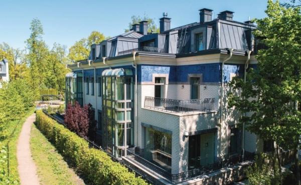 Residenza bifamiliare di lusso in vendita su Kamenny Ostrov a San Pietroburgo