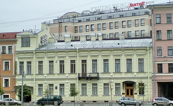 Beautiful mansion for sale by the embankment in Saint Petersburg