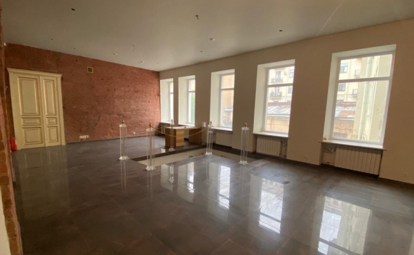 Showroom premises for sale in the center of St.Petersburg