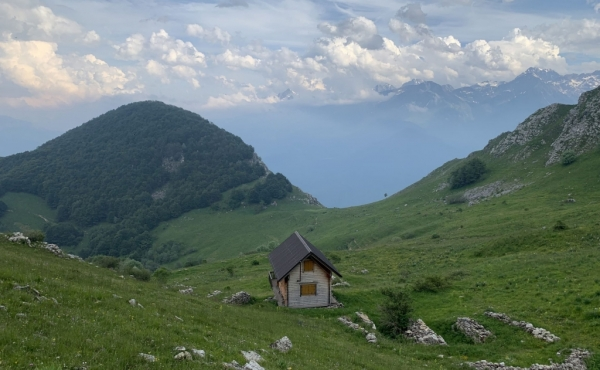 Borgo abbandonato con 36 ettari di terra tra le valli del Piemonte