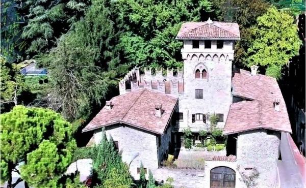 Castelletto con giardino in vendita a pochi minuti dal centro di Bergamo