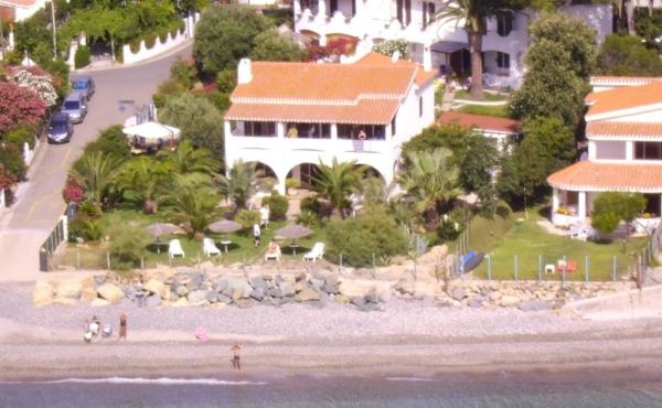 Casetta fronte spiaggia in vendita in Sardegna