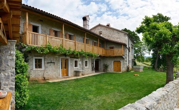 Фермерский дом XVIII века на продажу в 20 мин.езды от границы с Италией